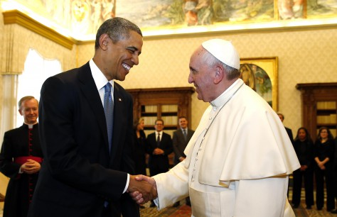 Barack Obama shakes hands with Pope Francis