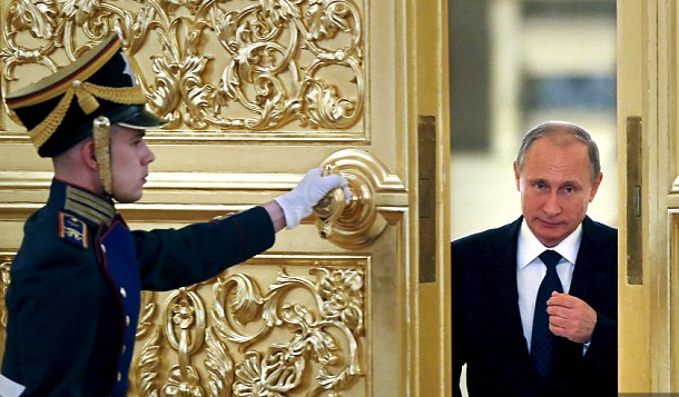 Putin-doorway-Reuters
