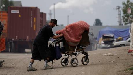 One of several homeless encampments in Los Angeles, CA © Reuters / Bing Guan