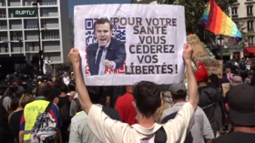 Protesters pour into Paris as resistance to Macron's 'health pass' spawns array of unauthorized street cafes (VIDEOS)